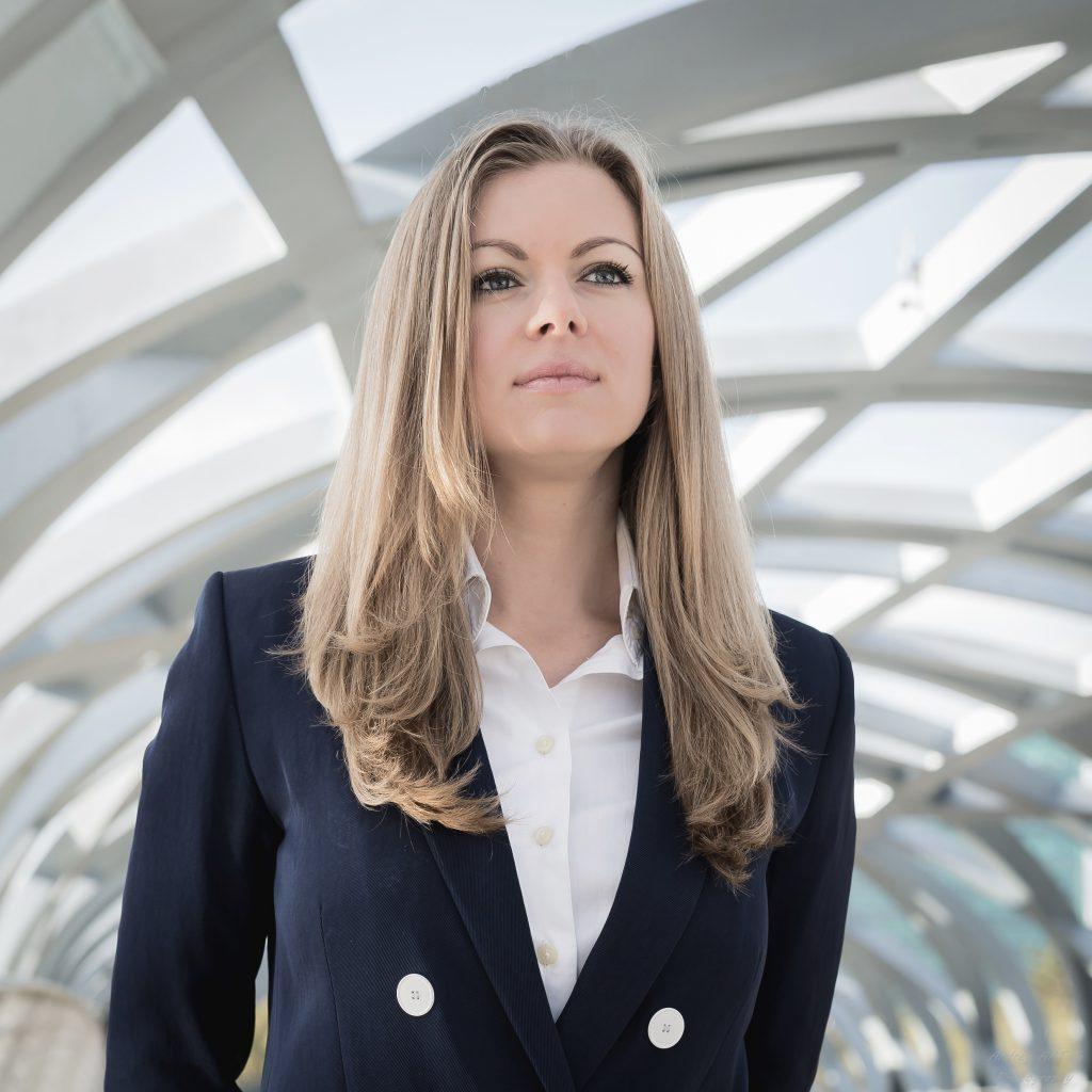 Partrait,business portraits, Geneva, CV, LinkedIn, AndreyART, studio, www.andreyart.ch